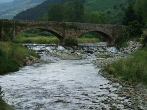 87264-ezcaray-puente-sobre-el-rio-greda-oja