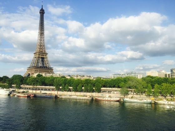 HIce esta foto desde el metro, camino a Trocadero y supe, desde aquel instante, que tenía que escribir sobre esta ciudad mágica...